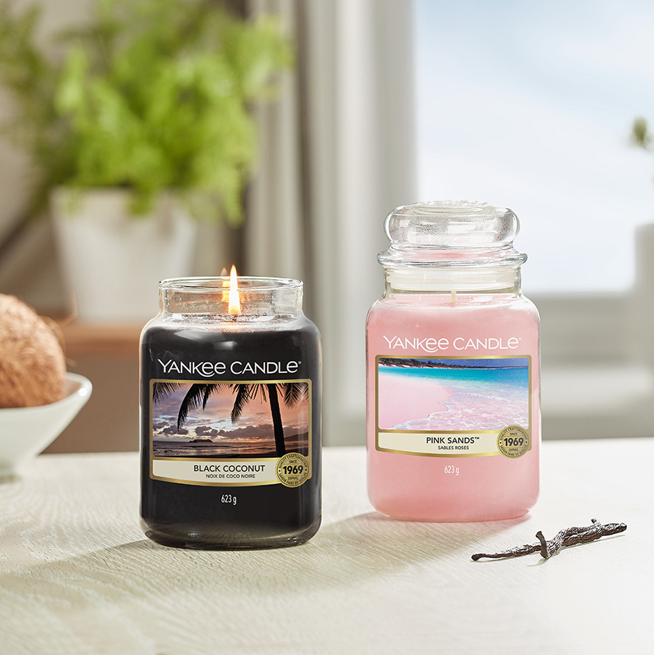 August-Yankee-Candle-Black-Coconut-and-Pink-Sands.jpg
